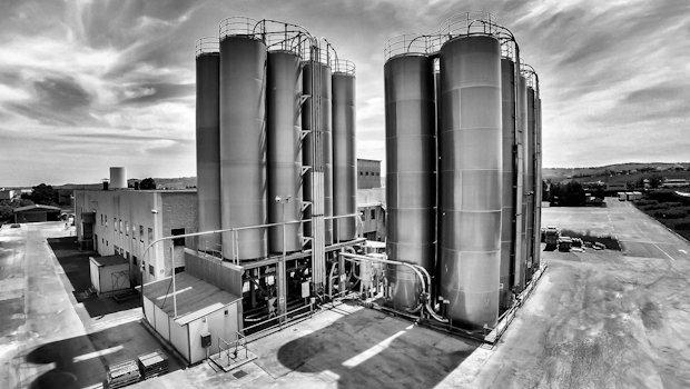 Silos stoccaggio materie prime. Stabilimento di Atessa (CH)