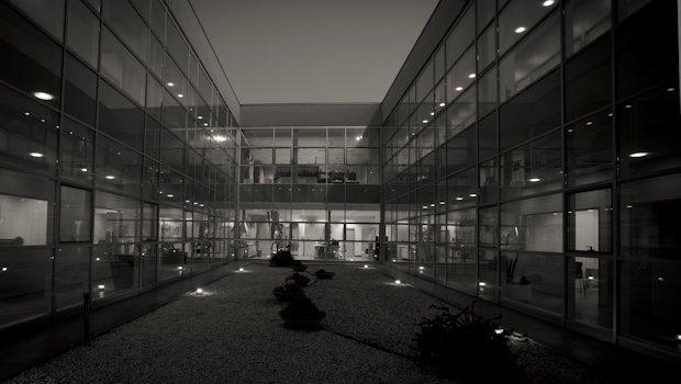 Veduta cortile interno uffici direzionali. Stabilimento di Empoli (FI)